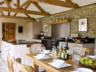 The Old Byre - Spacious Rural Luxury sleeps 8-10, Lyonshall