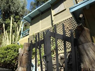 One Bedroom Lower Hollwyood Hills West Vacation Rental- Laurel Canyon Charmer, West Hollywood