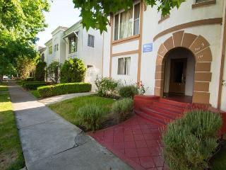 Vintage Two Bedroom LA Vacation Rentals, Unit 7, Los Angeles