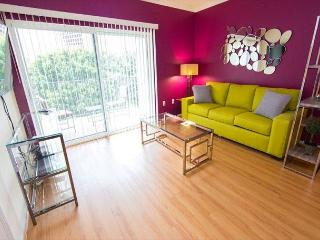 Two Bedroom Los Angeles Vacation Apartment  LALUX-2E
