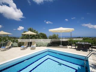 Relaxation at Pool Villa Irini, 18km from Rethymno. Near taverns, 5km from beach