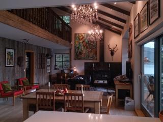 Luxury Holiday Lakehouse Villa, Selfoss