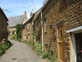 Romantic Cottage with Period Features on the Edge of the Cotswolds, Swalcliffe
