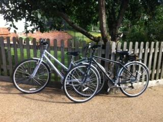 Our 2 lovely new hybrid bikes that are available for hire during your stay at our cottages