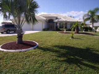 Villa with pool & boatdock, Cape Coral