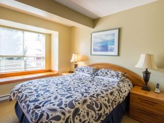 Gorgeous 2 Bed, Sleeps 4-6, Symphony Complex, Whistler