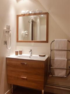 Le Pigeonnier's bathroom
