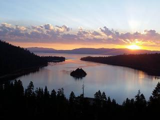 Lake Tahoe Ski Cabin...Min. to Heavenly Ski Resort, South Lake Tahoe