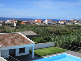629 Great House near the beach With Wi-Fi & PLUS, Mosteiros