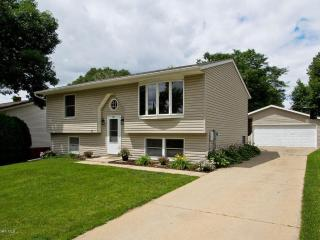 Lily House - 4 bedroom 2 bath; 4 miles from Mayo Clinic, Rochester