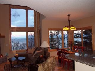 Lake Superior Luxury townhome.  Winter special 1 free night with weekend stay., Beaver Bay