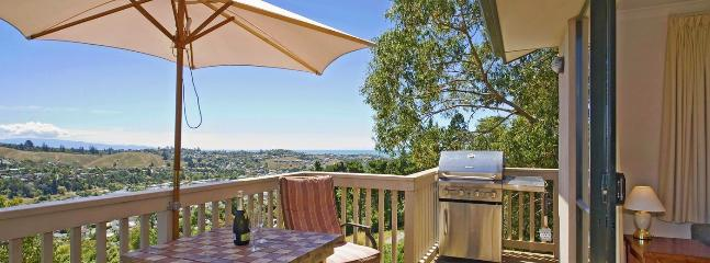 Treetops Holiday Home Nelson - Private, Peaceful, Convenient!