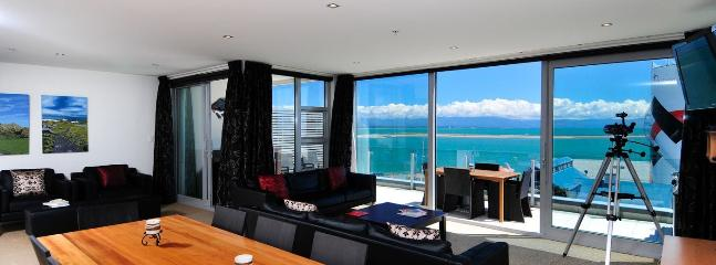 Sea Eagle - Nelson Waterfront Apartment Accommodation!