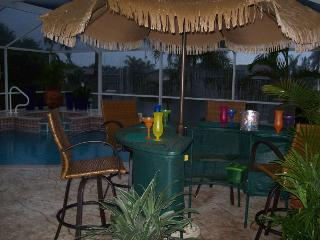 Villa Sharan - SE Cape Coral 4b/2ba Electric Heated Pool/Spa Fresh water Canal, HS Internet,
