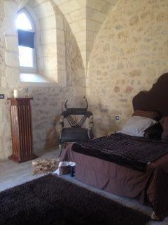 Chambre dans la  Chapelle au rez de chaussée ,donnant sur la terrasse