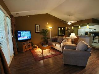 Amazing Condo near the Strip,-Jetted Tub- Pool- 3 HDTV's-Sleeps 8 - A9, Branson