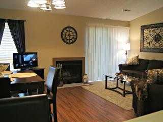Pretty and Peaceful ,Fireplace, Indoor Pool, Hot Tub, Amazing Amenities, Branson