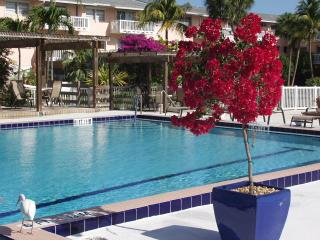 Seaside Condo 2 pools summer specials