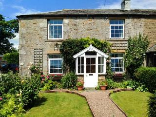 BRIDLEWAYS COTTAGE, lovely cottage, ideal for a family or couple, with open fire, in Far Westhouse, near Ingleton, Ref 10021