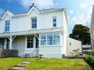 HIGHFIELD, open fire and multi-fuel stove, WiFi, washing machine, surfboard storage, good walks nearby, Camelford, Ref 923586