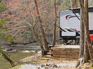 """Windy Sky"" RV Rental ON TALLULAH RIVERFront"