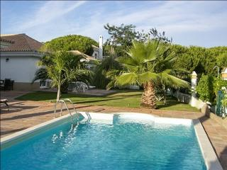 Spacious house with pool, Huelva