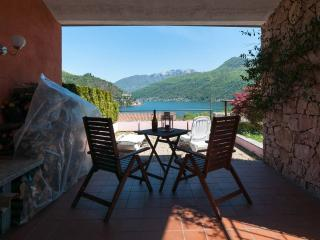 Charming Lake holiday house , astonishing view!, Porto Ceresio