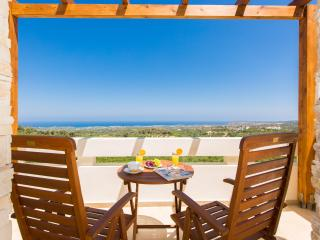 Rethymno family villa with secure grounds and pool, Rethymnon