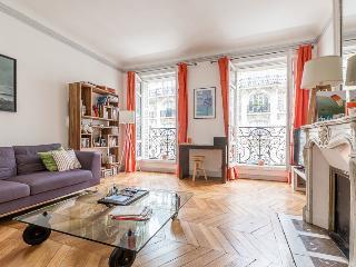 Bright spacious apartment Paris 17