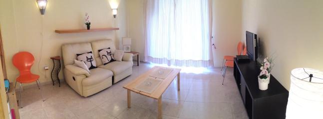 salón con aire acondicionado y televisión