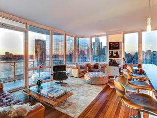 Sleek Retreat with Hudson River Views in Midtown West, New York City