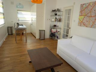 Beautiful 3 beds central London flat, next to tube