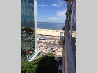 Quarto espacoso com vista mar em Copacabana