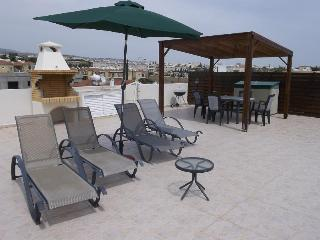 Penthouse Holiday Apartment - Kato Paphos