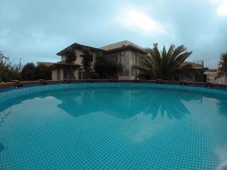 Villa with private pool 5 km from Ponta Delgada