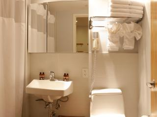 $229/NIGHT APRIL SPECIAL: Queen Studio w/ Sofa Bed - Free Breakfast & Yoga