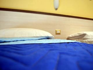 bed and breakfast cave canem roma camera colosseo, Roma