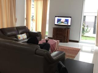 Bee Beverly Home - Spacious & Luxe City Living, Ampang