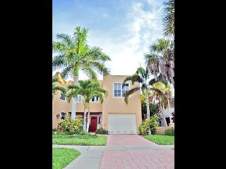 Siesta Key Village townhouse with pool and walking distance to beaches