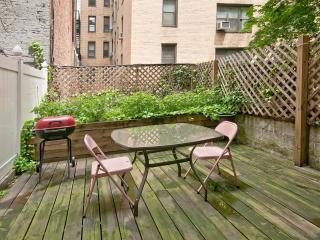 APARTMENT WITH PRIVATE BACKYARD, MIDTOWN MANHATTAN
