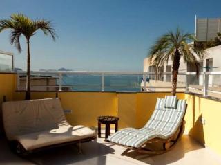 Nice Modern 3 bedroom, 3 bathroom Penthouse in Copacabana With Large Terrace and Amazing Ocean View, Rio de Janeiro