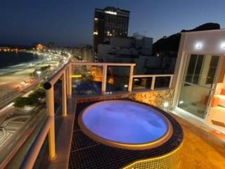 Luxurious Furnished Penthouse with a Private Pool and Ocean View in Copacabana!, Rio de Janeiro