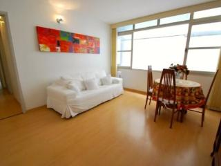 Beautifull 2 bedrooms apt in Leblon - 1 block from the beach, Rio de Janeiro