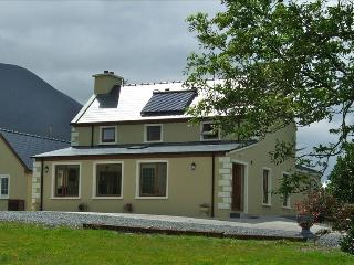 Ring of Kerry Holiday Home with Mountain &Sea View, Kells