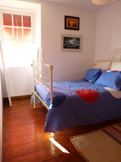 Quarto Poente (cama de casal + sofá 2pax)