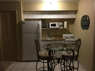 Comfortable, Clean, 1/2 Block from Beach and Fun, Fort Myers Beach