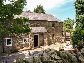 BIDEBER MILL COTTAGE, en-suite, WiFi, character features, romantic retreat near, Ingleton