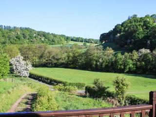 FERNDALE COACH HOUSE FLAT, cosy apartment with balcony, rural setting, walks from door, Shipton, Much Wenlock Ref 925725