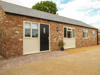 SUNNYSIDE COTTAGE, all ground floor, open plan living, in rural location, near K