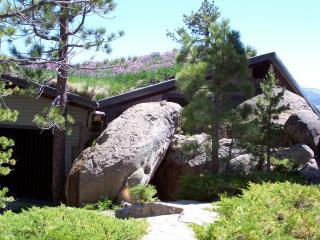 South Lake Tahoe vacation house sleeps 14